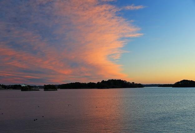 写真: 夜明け雲