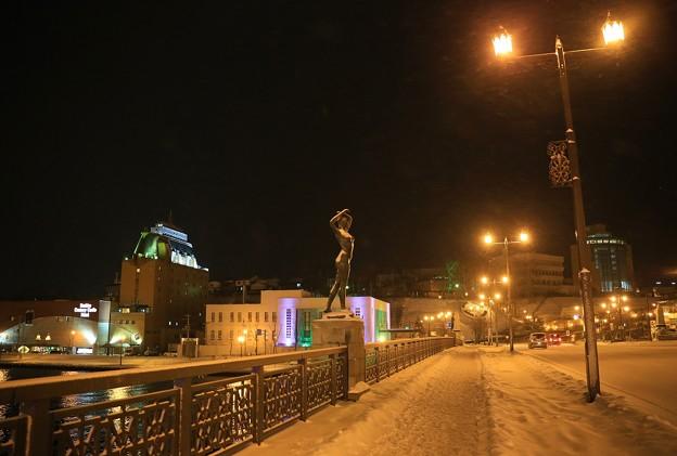 写真: 雪降る幣舞橋