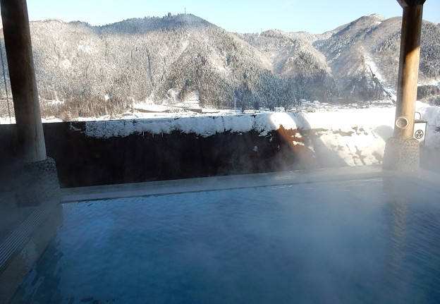 写真: 雪見て露天風呂