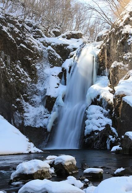 大滝に春の陽射し