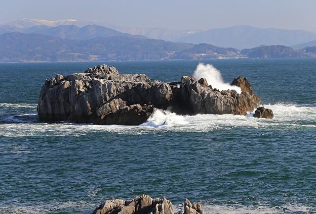 Photos: 八幡岩の波飛沫