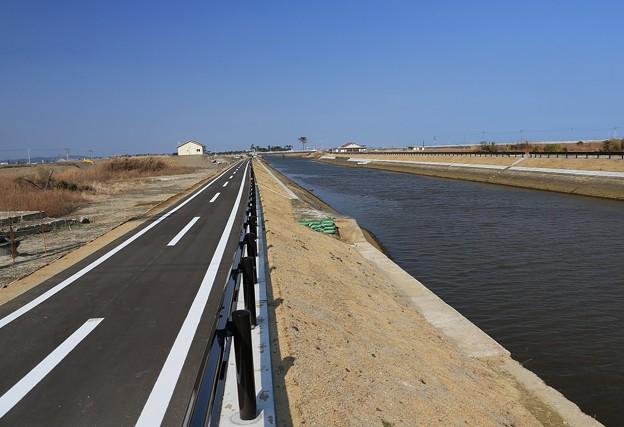 写真: 運河の復旧