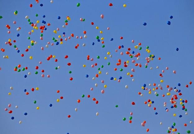 写真: 希望の風船
