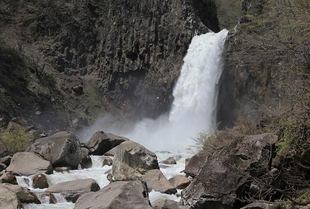 苗名滝の大迫力