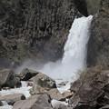 写真: 苗名滝の大迫力