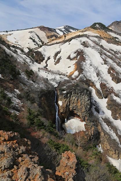 岩壁流れる不帰の滝