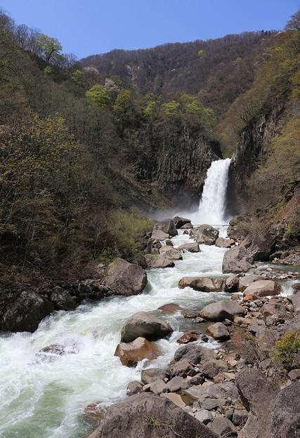 轟く苗名滝