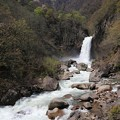 写真: 轟く苗名滝