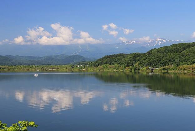 写真: 湖の爽やかな眺望