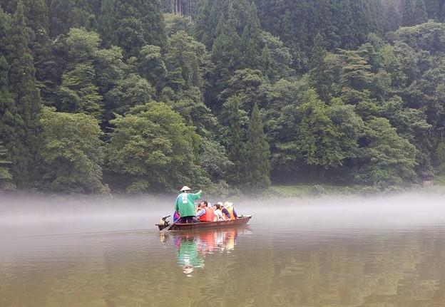和舟で渡る霧幻峡