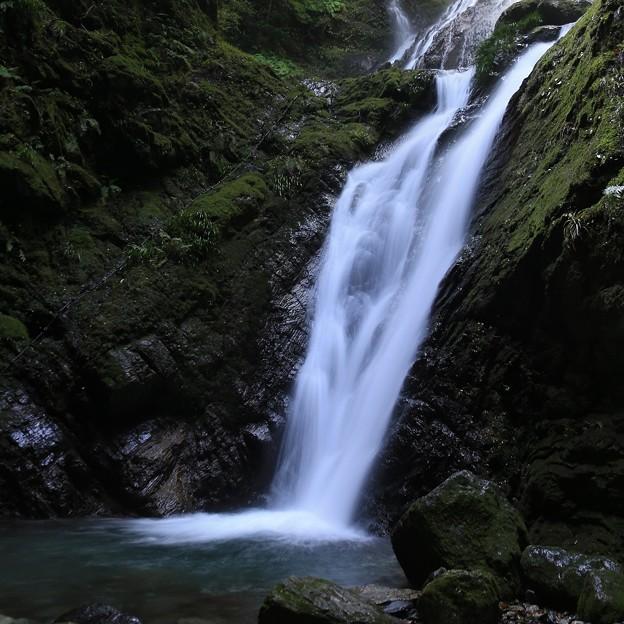 写真: 伝説の雨乞の滝