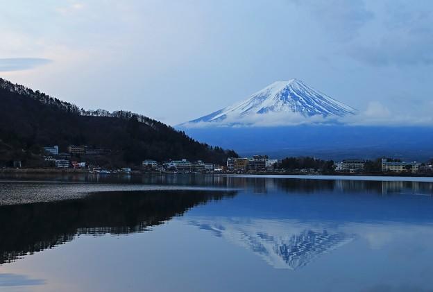 写真: 河口湖の逆さ富士