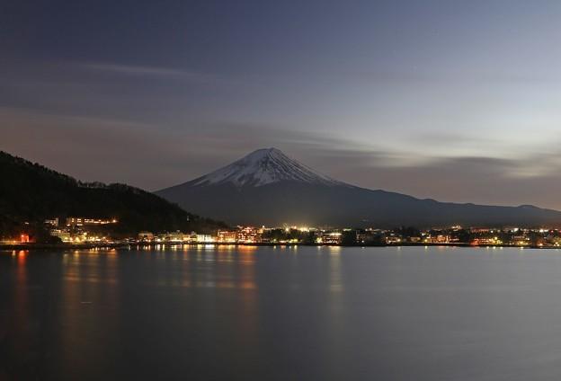 日暮れ時の富士情景