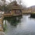 写真: 忍野の中池水車小屋