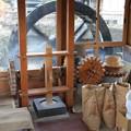 写真: 蕎麦打ち水車が回る