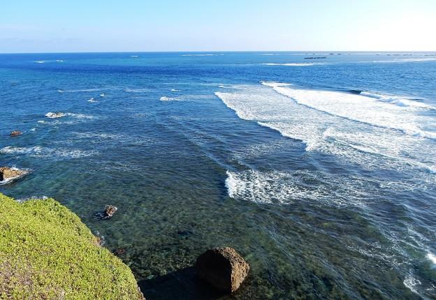 宮古島に打寄せる波