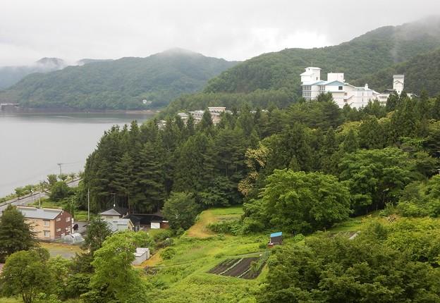 Photos: 雨にけむる温泉郷