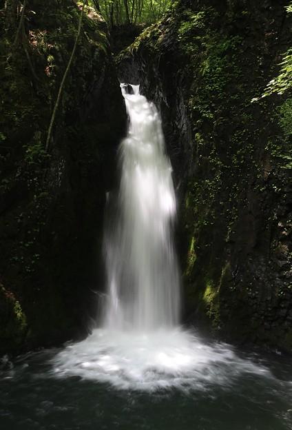 Photos: 山間に響く滝の音