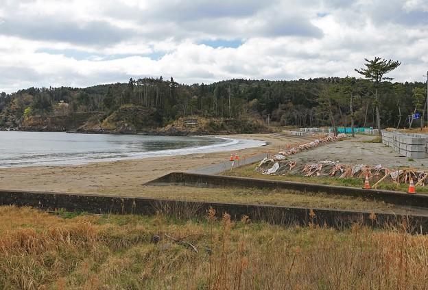 工事続く砂浜