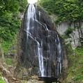 巨大岩壁の安の滝