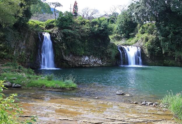 Photos: 二つ並んだ轟の滝