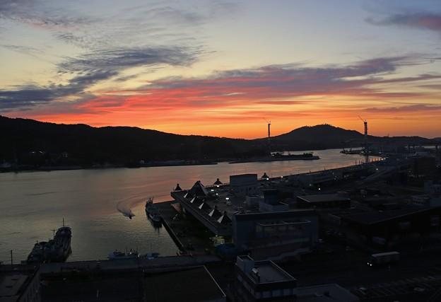 Photos: 夜明けの気仙沼港