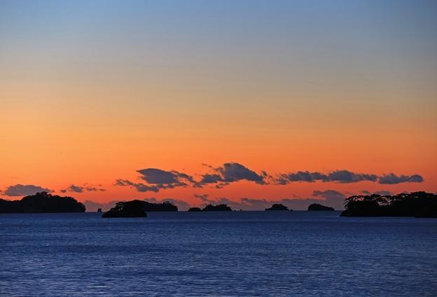 朝焼け時の島々
