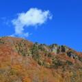 山燃ゆる彩りの秋