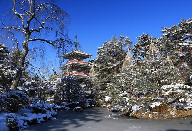三重塔のある庭園