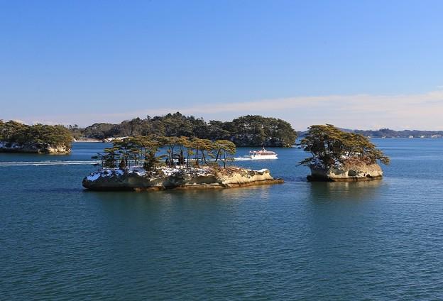 島巡り遊覧船が行く