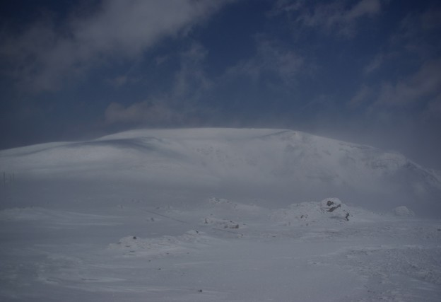 地吹雪の熊野岳