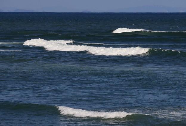 Photos: 碧き海波高し