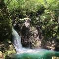 山中に轟く滝の音