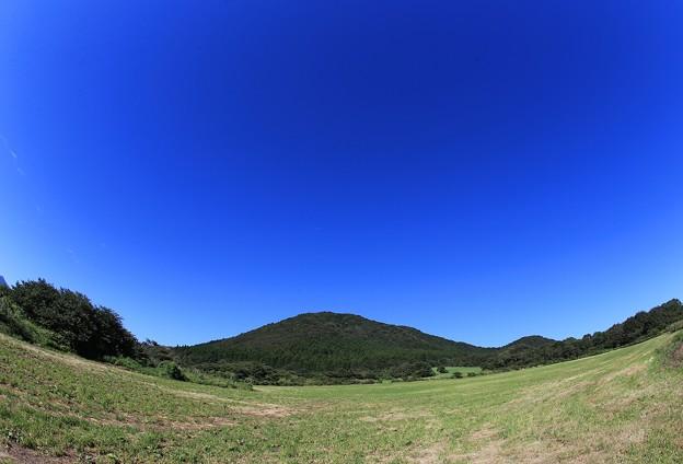 秋晴の青い空