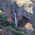 秋深まる不帰の滝