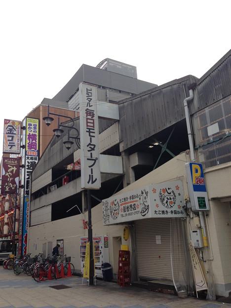 写真: 大阪は駐車場をモータープールと呼ぶ