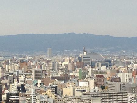 通天閣展望台から京セラドームと六甲山