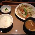 写真: やよい軒 肉野菜定食