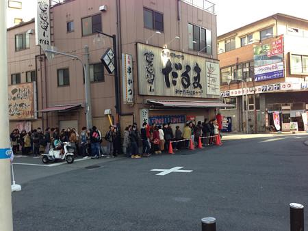 人気串かつ店だるまの行列(開店前!)