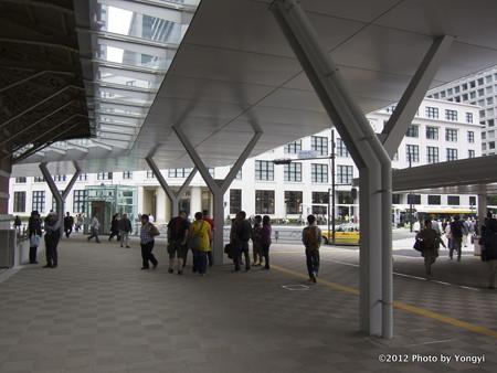 丸の内南口改札口前(2012年)