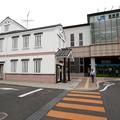 Photos: 倉吉駅と交番(左)