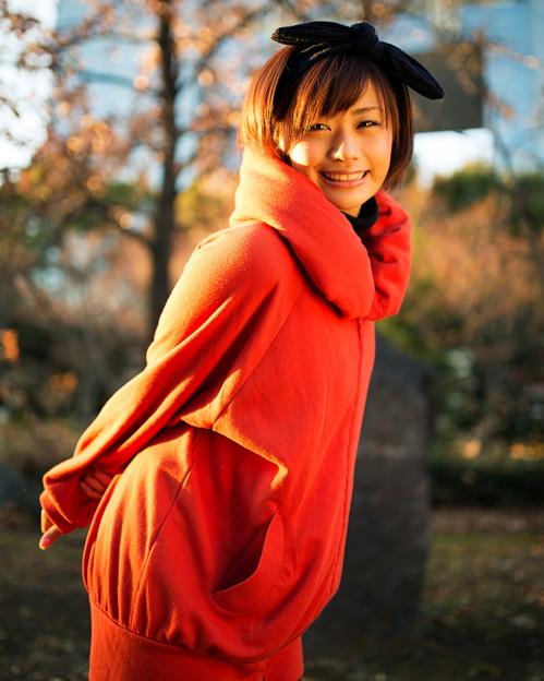 オレンジの服の安枝瞳