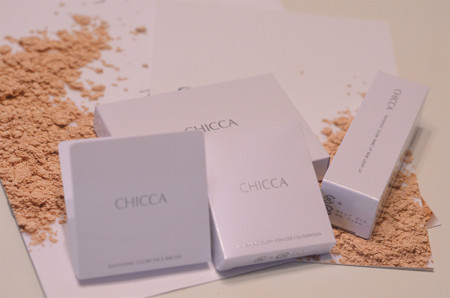 CHICCA ラヴィッシンググロウ パウダーファンデーション (1)