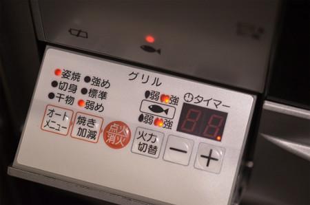 サンマを焼く (3)