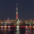 ライトアップされる清洲橋とスカイツリー