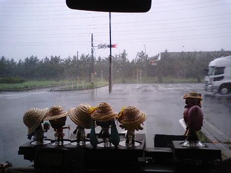 レン:「めっちゃ暴風雨だけど、大丈夫?」 ミク:「トラックは荷物...