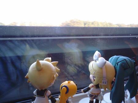 大宮→仙台間、小山付近? 約300km/hでカッ飛ばし中です。 リン:「こ...
