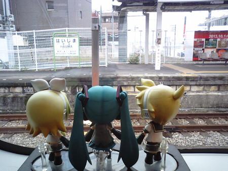拝島駅に停車。ここで武蔵五日市行き車両(前4両)から切り離されま...