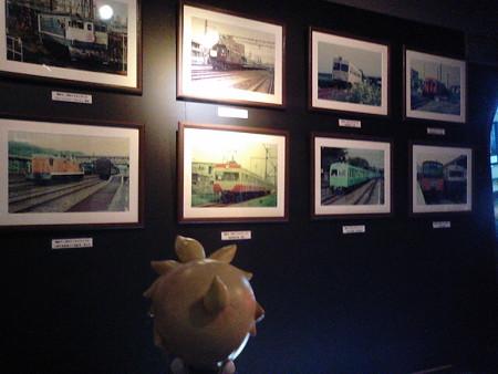 昭和幻灯館に入りました。 レン:「うわぁーすげー昔の列車!!♪」