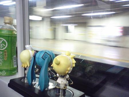 新宿→錦糸町間、秋葉原駅を颯爽と通過。 レン:「秋葉原駅を特急で...
